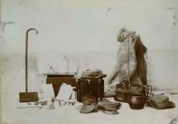 Photographie des bagages de Joseph Vacher, dans Album de pièces photographiques et imprimées