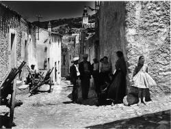Dans les rues d'Oliena, Sardaigne, 1956